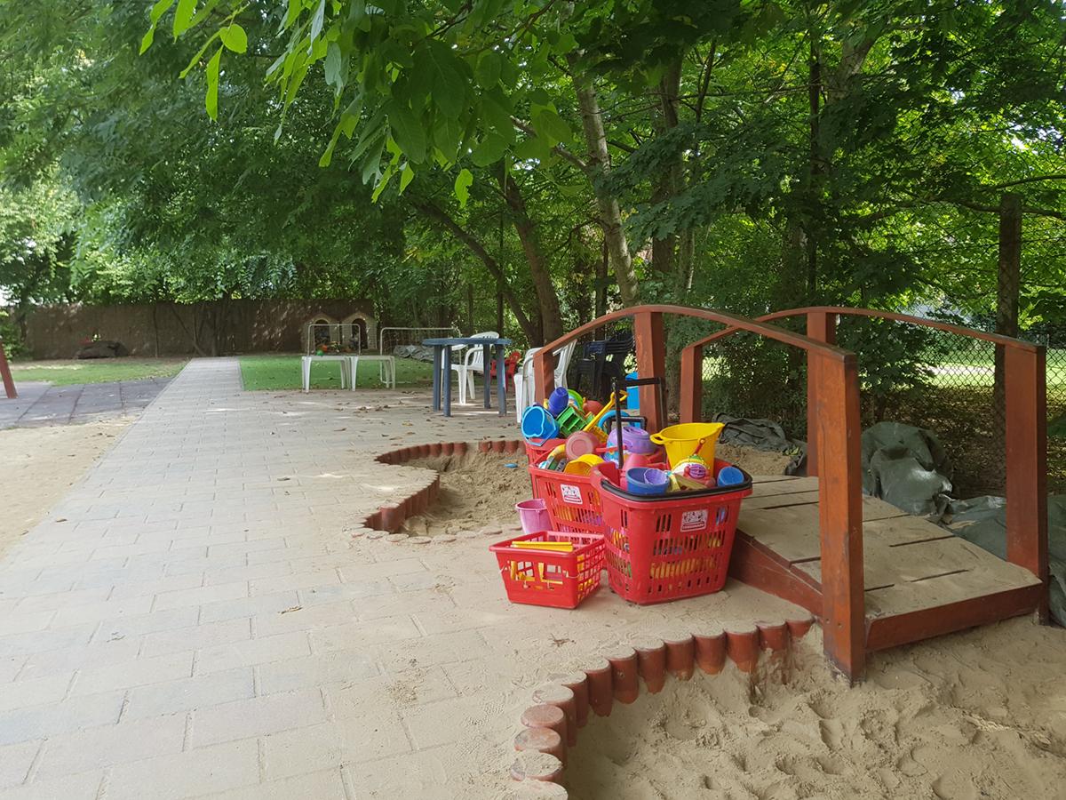 nagyhalacska-óvoda-udvar2